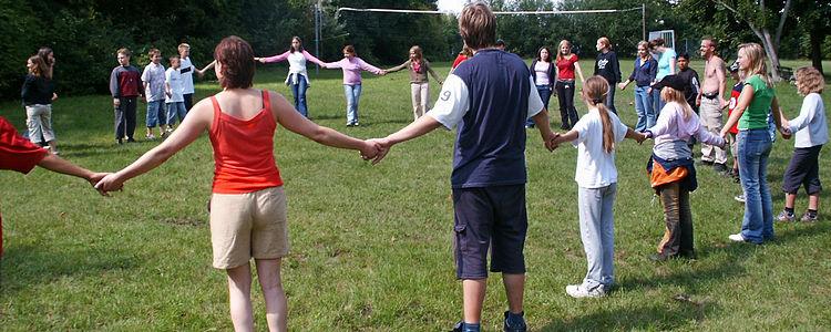 Kinder und Jugendliche - Hand in Hand