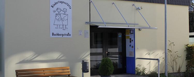Eingang zur Kita Buchbergstraße (c) Betz