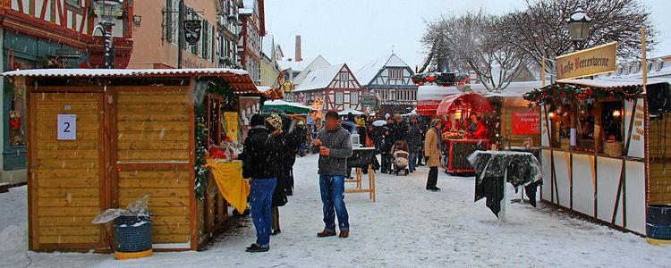 Verschneiter_Weihnachtsmarkt_(c)Apel